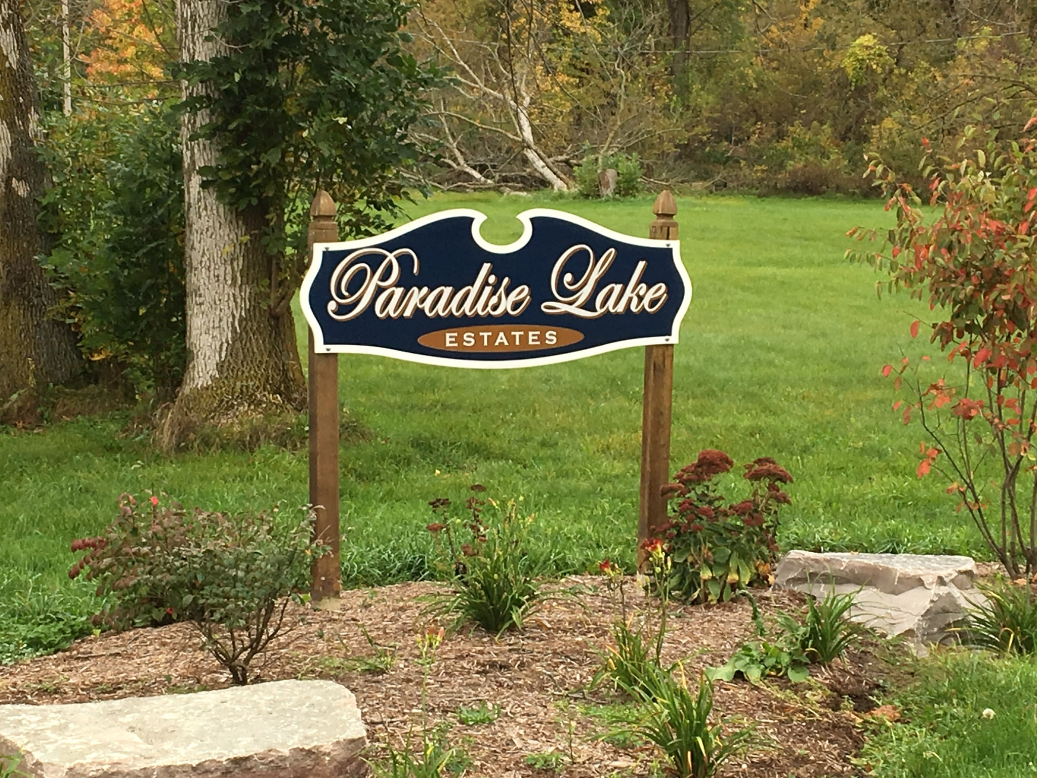 Front Entrance Sign of Paradise Lake