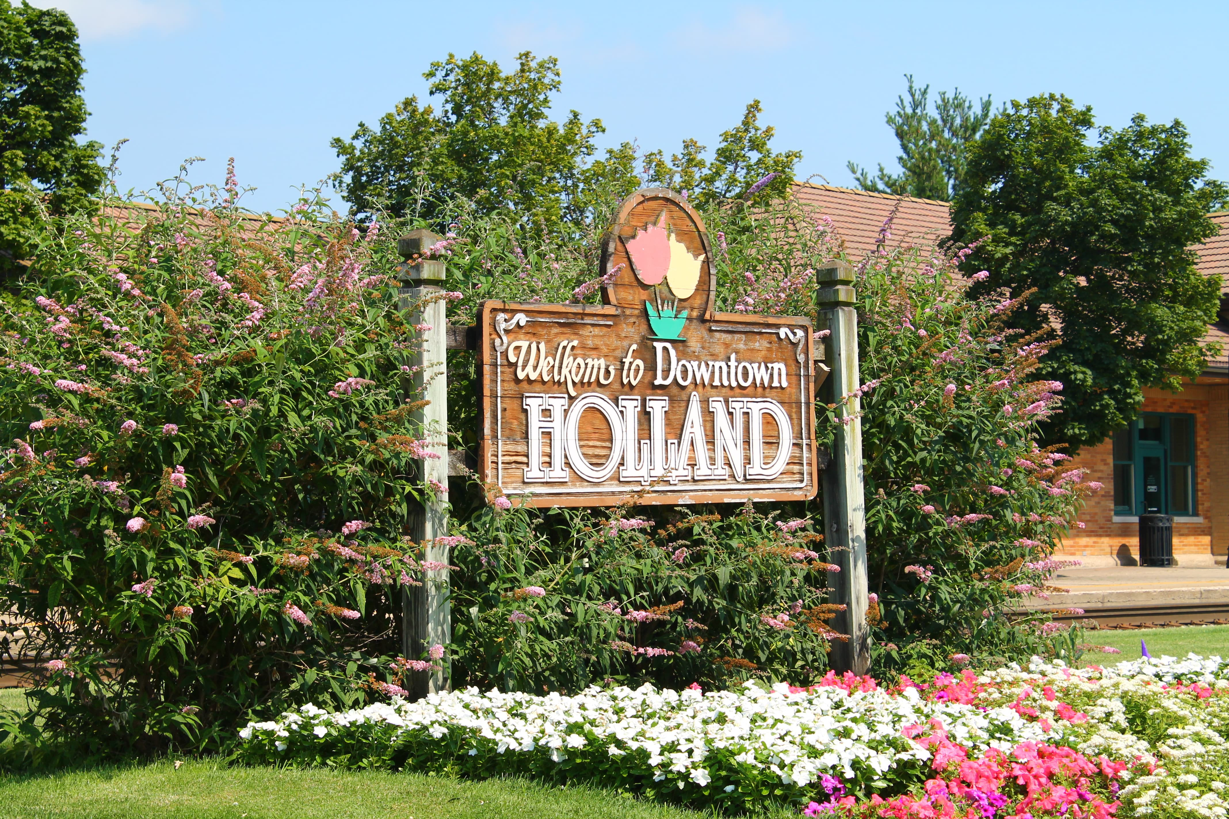 The Welcome Sign in Holland Michigan